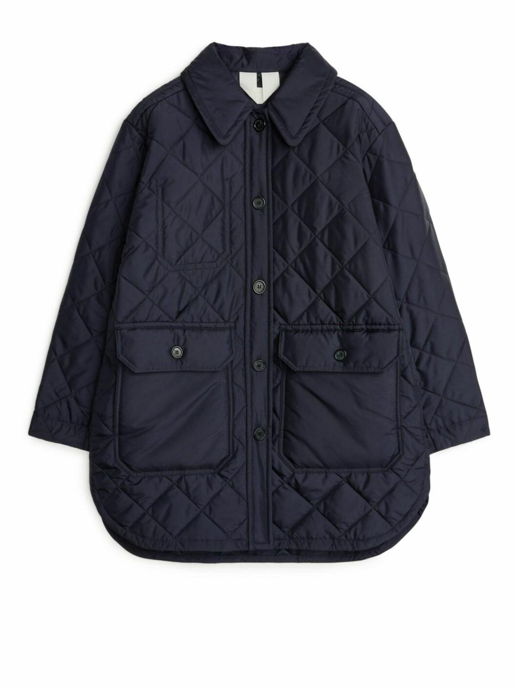 Quiltad blå jacka