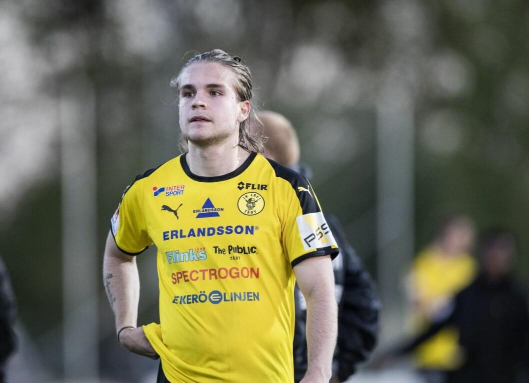 Amadeus Sögaard spelar fotboll på elitnivå.