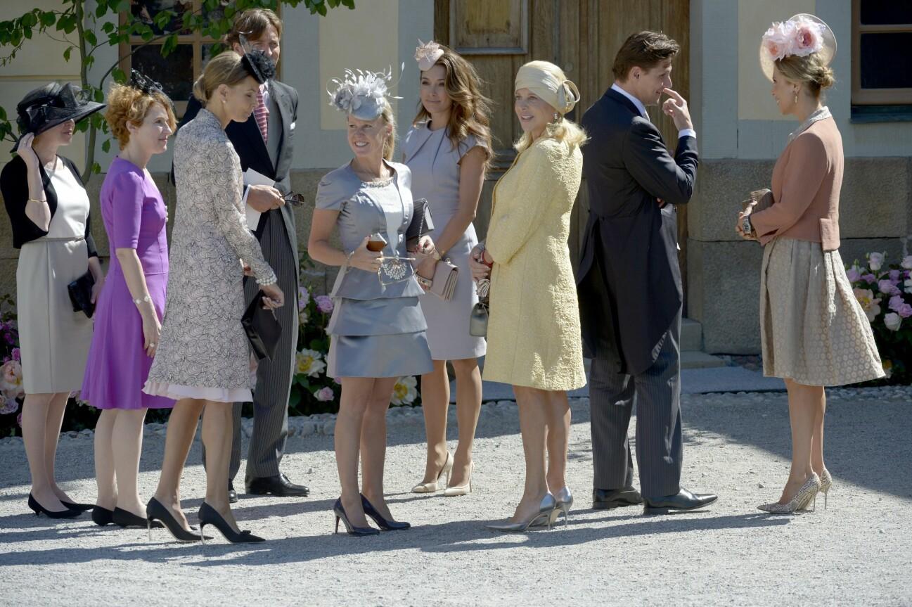 Chris systrar och mamma på prinsessan Leonores dop.