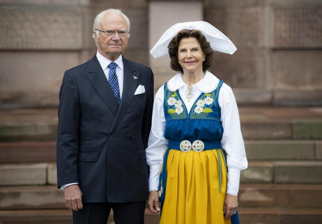 Silvia ser vi ofta i Sverigedräkten, som hon bär upp med den äran!