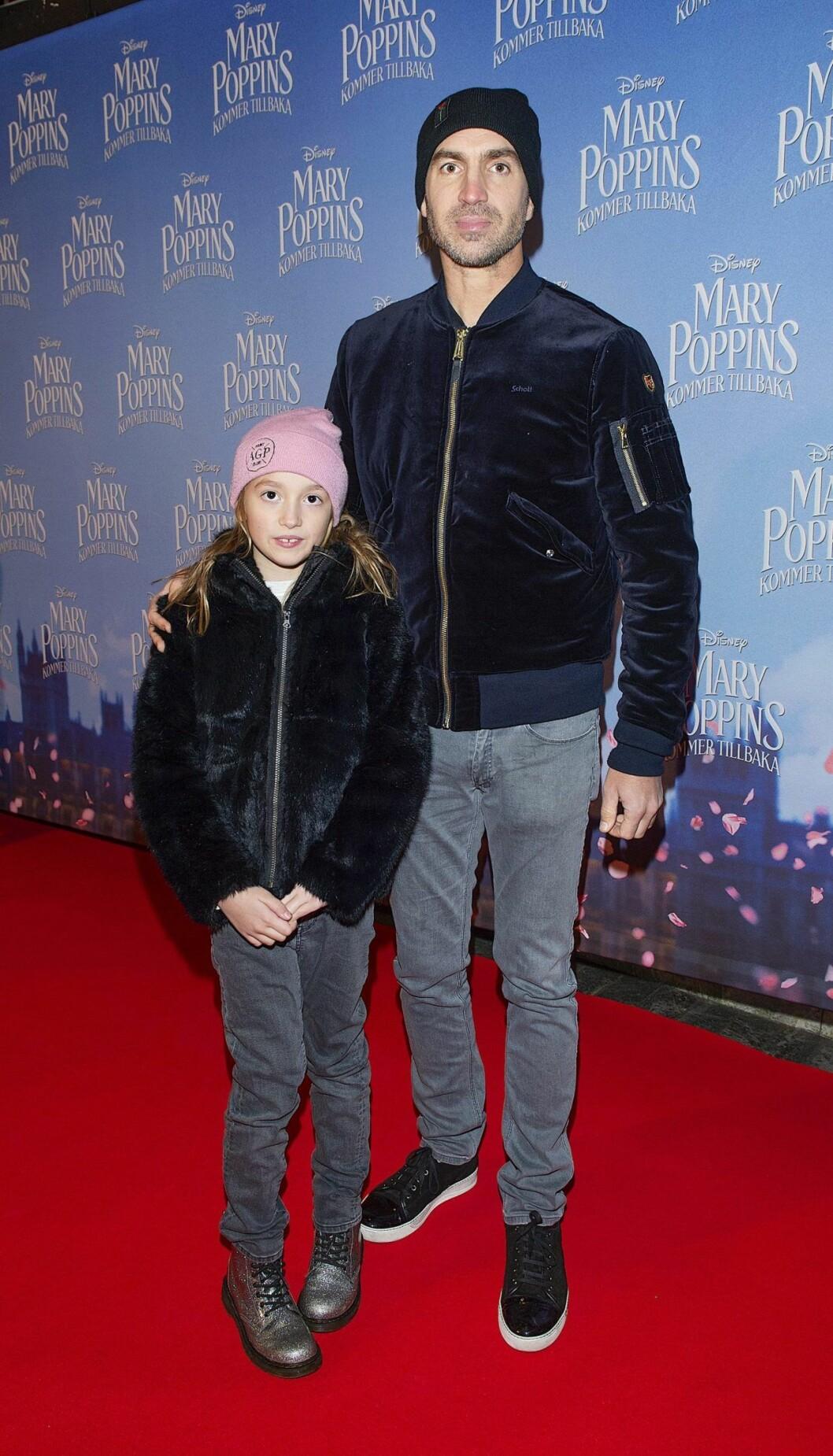 Andreas Philipson med dottern Älva.