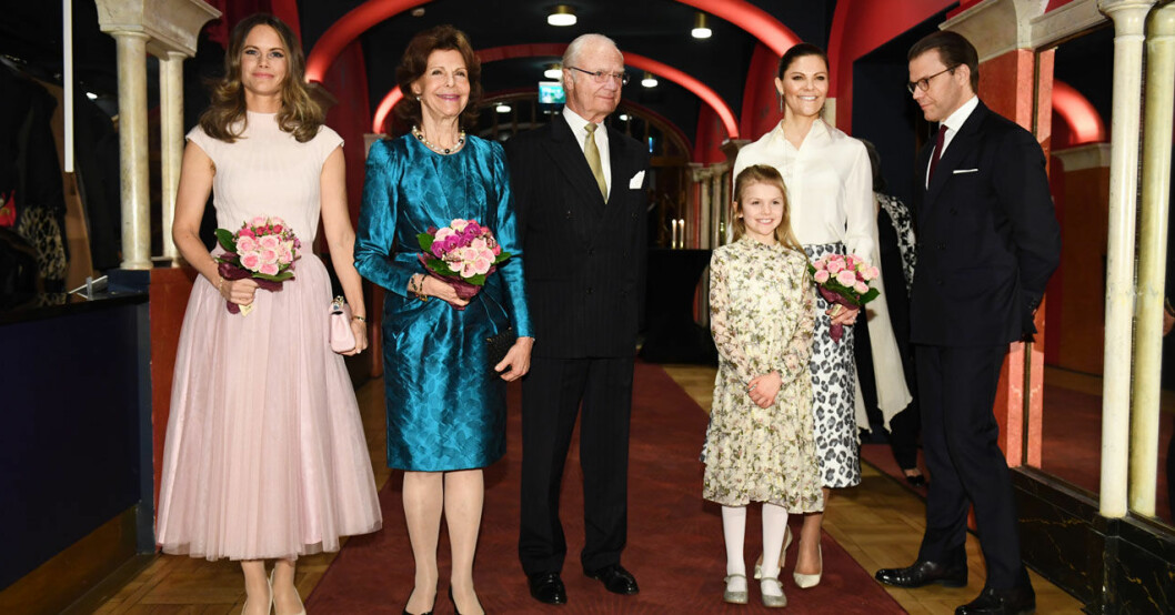 Prinsessan Sofia, drottning Silvia, kungen, prinsessan Estelle, kronprinsessan Victoria och prins Daniel på Silvias 75-årskonsert på Vasateatern.