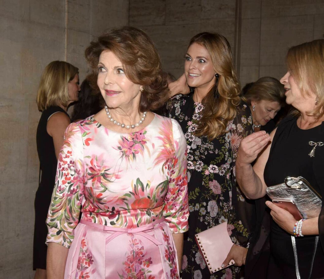 Drottning Silvia och prinsessan Madeleine i vimlet när Childhood USA hade välgörenhetsgala i New York 2018.