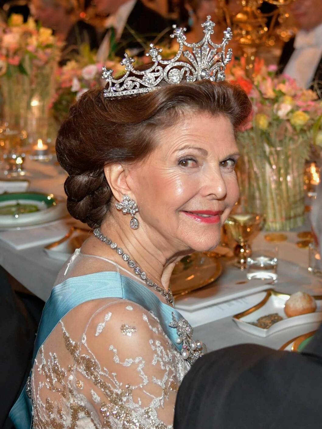 Drottningens Nobelfrisyr 2019.