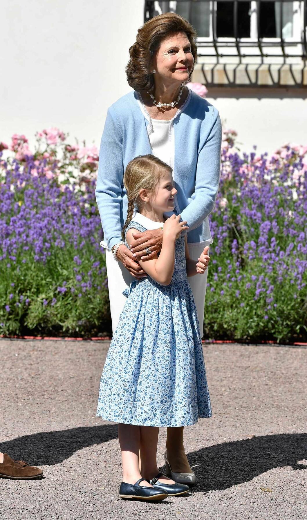 Drottning Silvia och prinsessan Estelle på Öland.