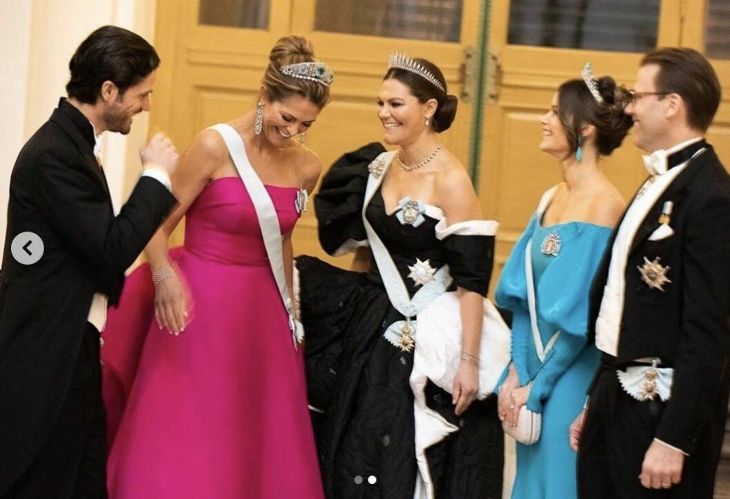 Carl Philip, Madeleine, Victoria, Sofia och Daniel före Nobel 2019 på hovets egen bild