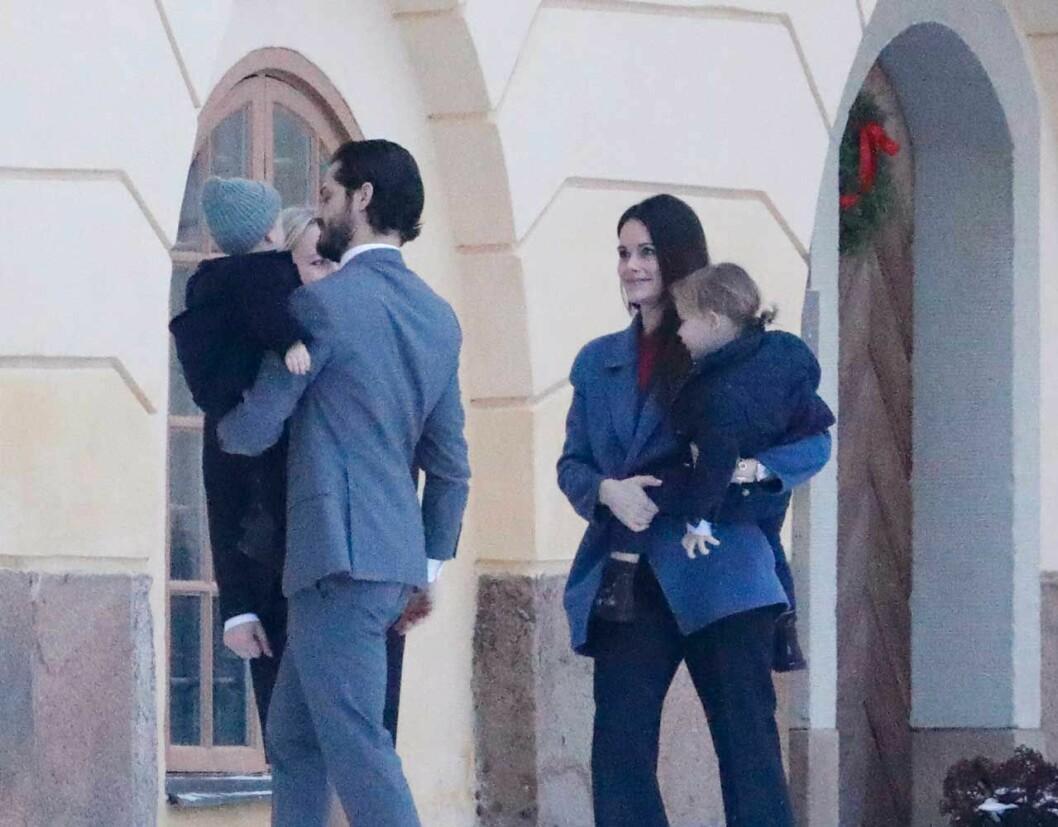 Sofia och Carl Philip med sina barn, prins Gabriel och prins Alexander.