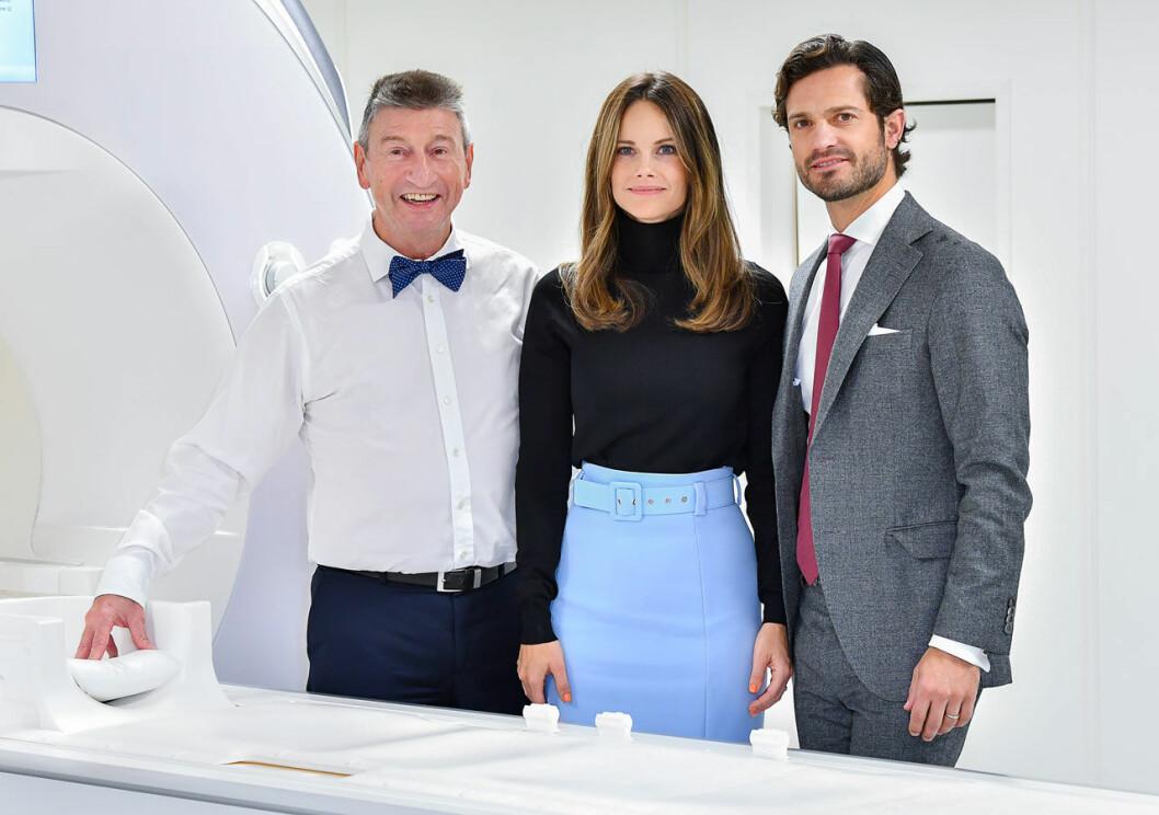 Prinsessan Sofia och prins Carl Philip på centret för forskning om hjärnans funktion och struktur på Stockholms universitet..