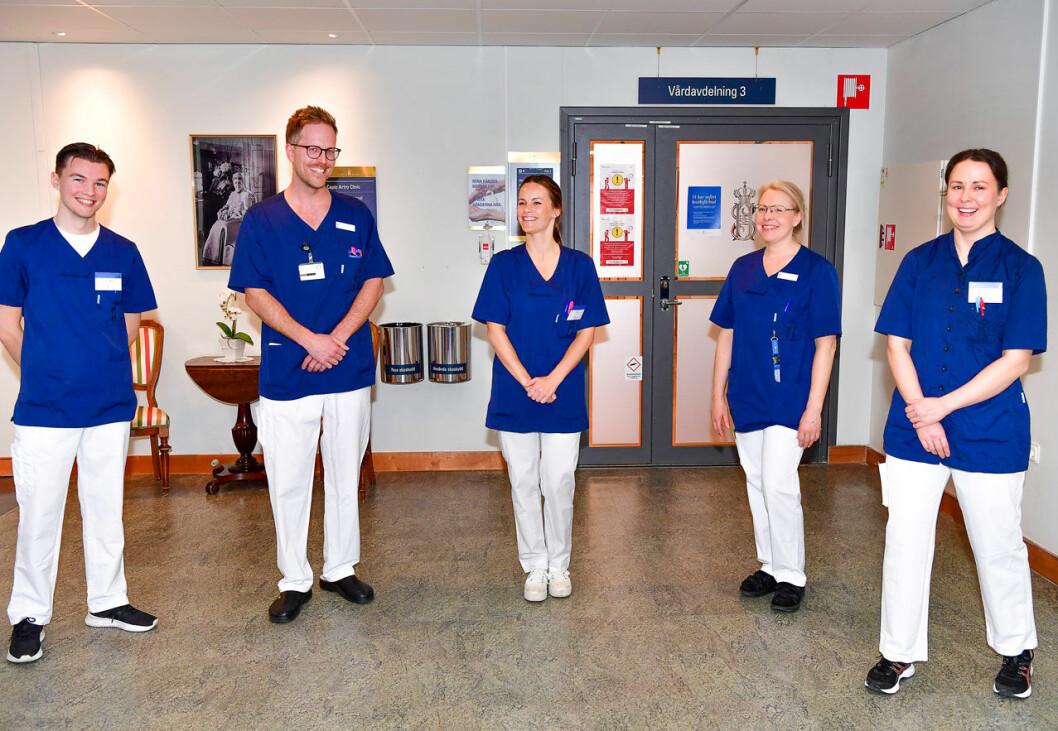 Prinsessan Sofia med sina nya kollegor på Sophiahemmet: Filip Palmgren, SAS, Gustav Westöö, leg. sjuksköterska, Anna Kyhlstedt, undersköterska och Lina Kvarnäs, SAS.