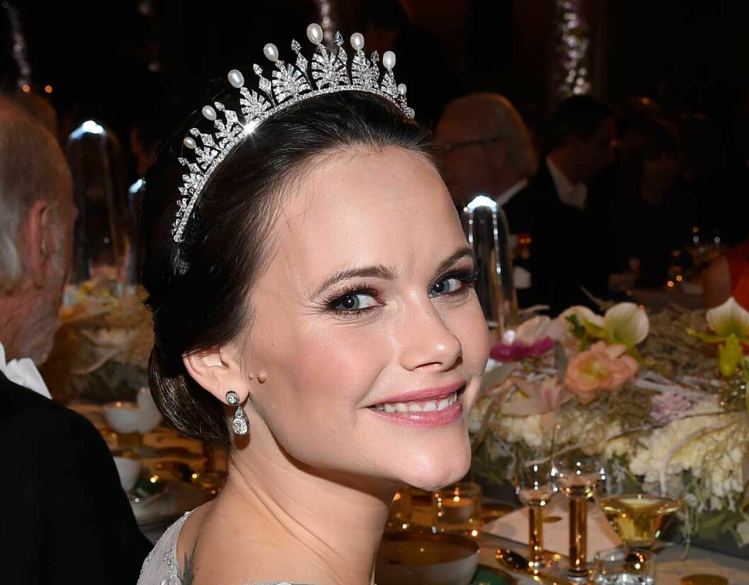 På Nobelfesten 2017 såg vi prinsessan Sofia i bröllopsdiademet igen men med pärlor på briljantspetsarna