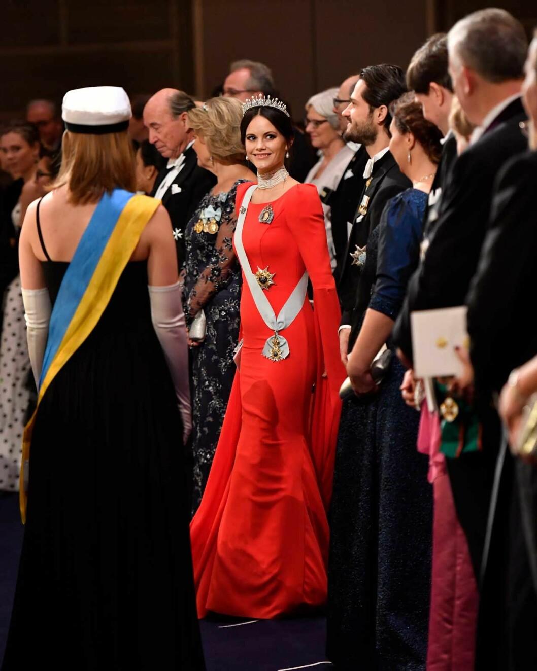 Prinsessan Sofia i röd klänning under Nobel