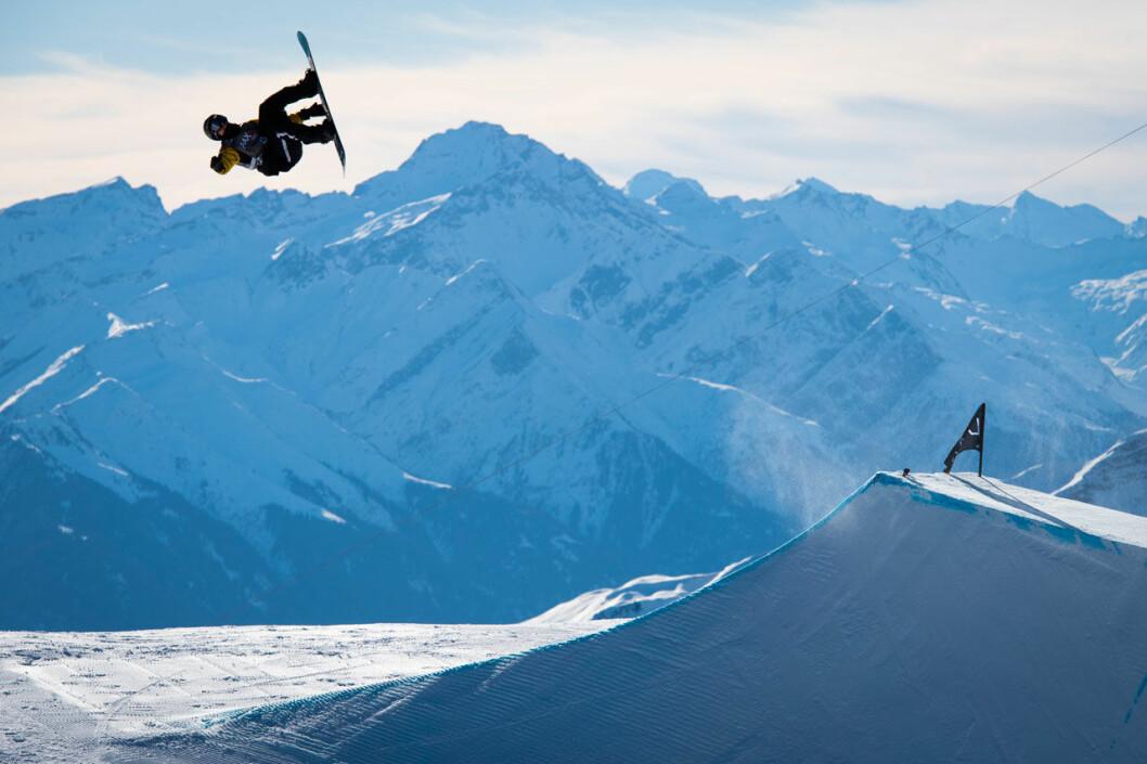 Sven Thorgren vid en snowboardtävling i Schweiz 2020.