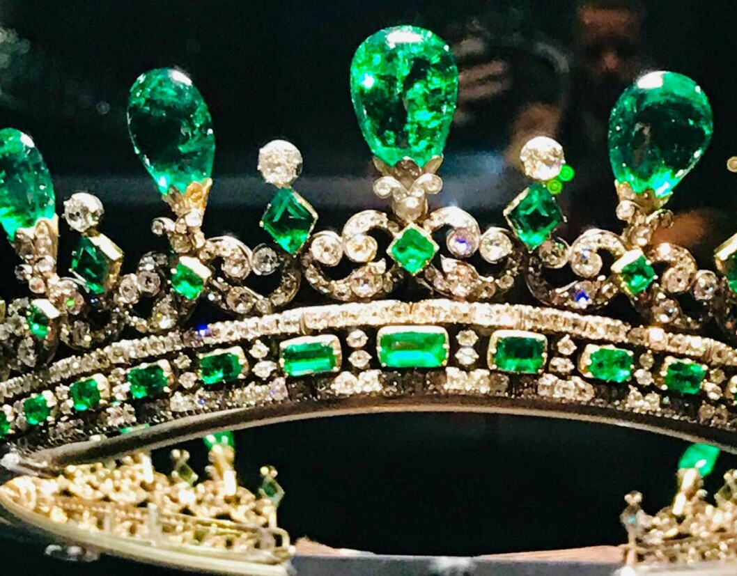 Det här magnifika smaragddiademet fick drottning Victoria av sin Albert. Nu kan man se det live på utställningen på Kensington Palace.