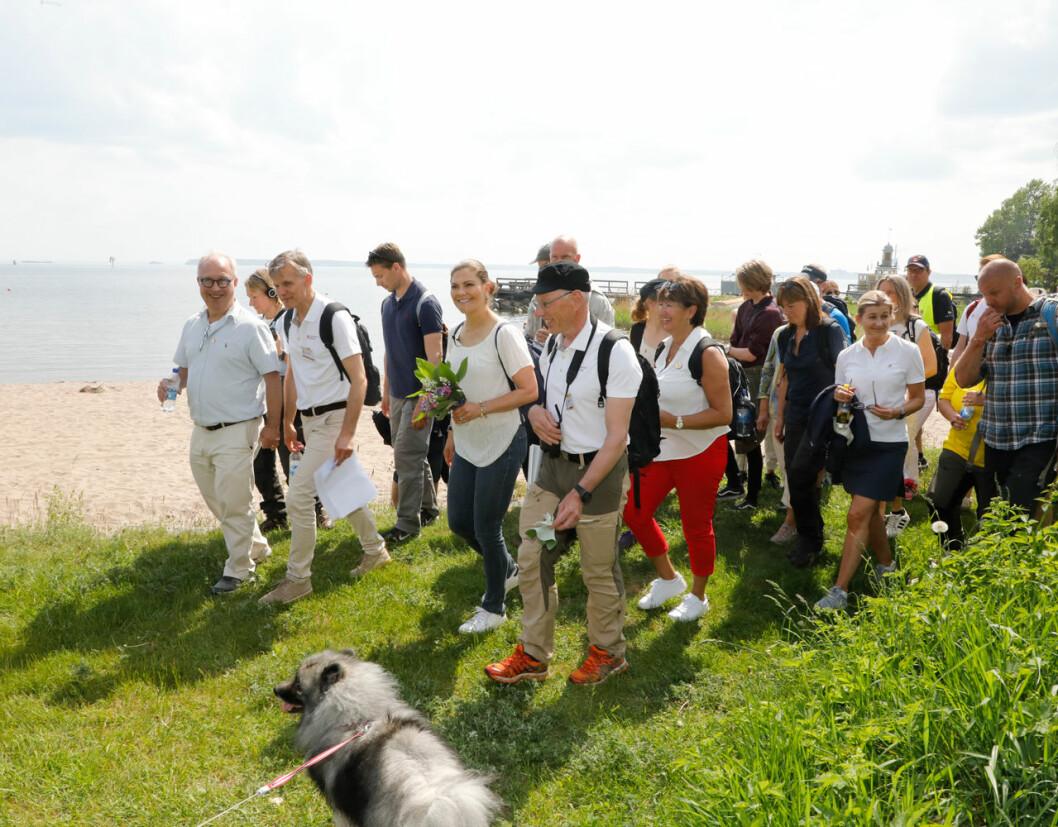 Kronprinsessan Victoria vandrade längs havet utanför Gävle.