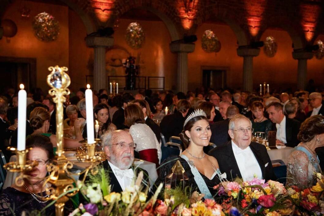 Kronprinsessan Victoria vid honnörsbordet under Nobelbanketten 2019.