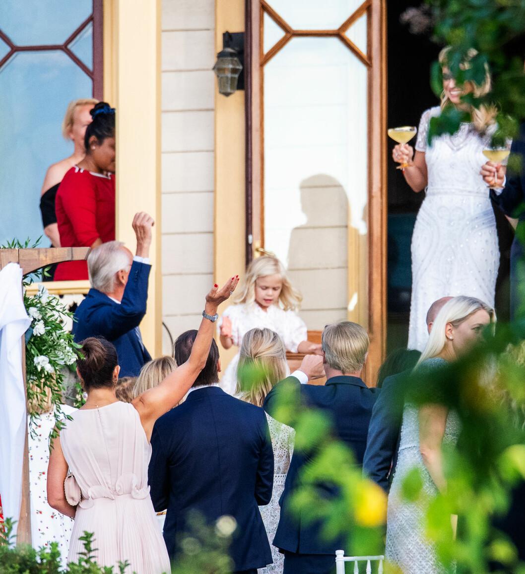 Kronprinsessan Victoria och prins Daniel på Andrea Brodins bröllop