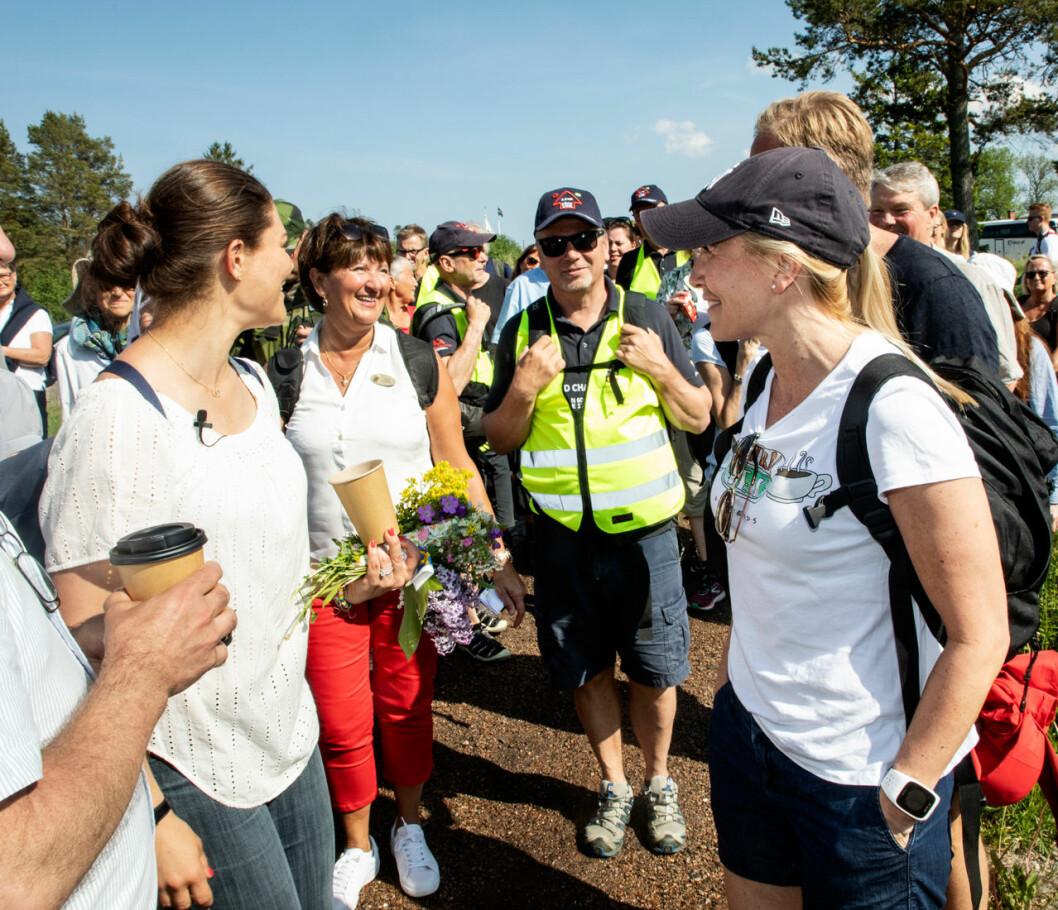 Anna Westling med kronprinsessan Victoria under landskapsvandringen i Gästrikland Gävleborg