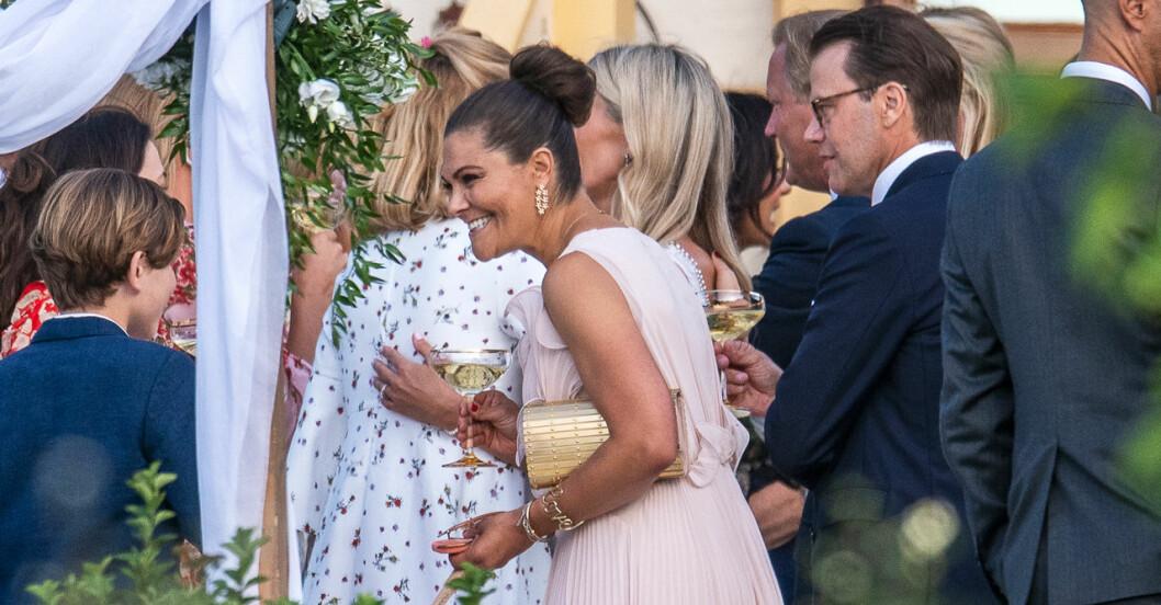 Kronprinsessan Victoria och prins Daniel på bröllop Andrea Brodin och Cedric Notz bröllop