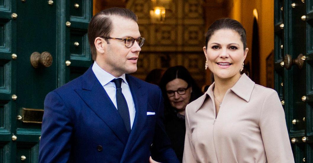 Kronprinsessan Victoria och prins Daniel smittades av coronaviruset