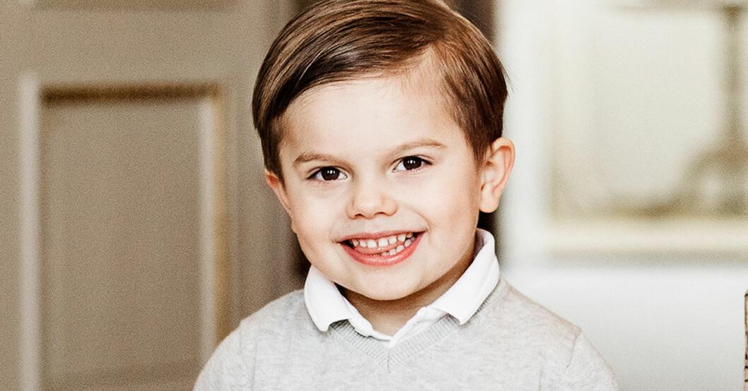 En glad prins Oscar på Haga slott 2020.